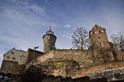 Blick hinauf zur Burg